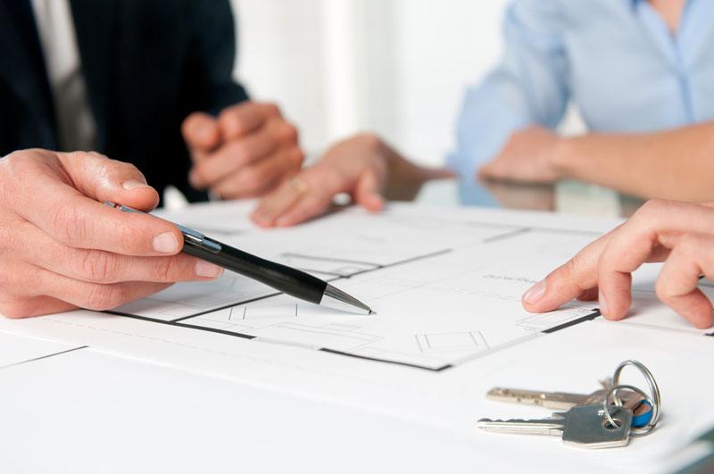 Para evitar aborrecimentos, é importante fazer uma pesquisa sobre o histórico da empresa. Foto: Shutterstock.