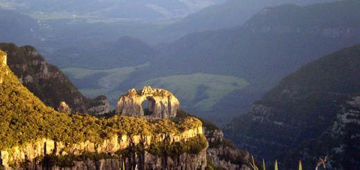 Pedra Furada vista do Morro da Igreja, Urubici.