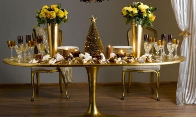 As flores e o dourado atraem boas energias e devem fazer parte da decoração de final de ano | Foto: Sissa noivas e festas.
