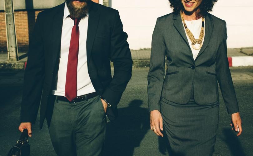 Homem e mulher de negócios