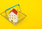 Casa em uma cesta de compras