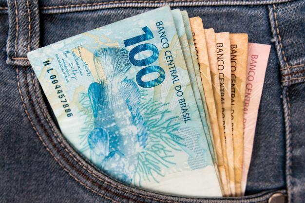 dinheiro-brasileiro-no-bolso
